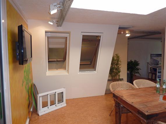 ausstellung fliegengitter lichtschachtabdeckungen. Black Bedroom Furniture Sets. Home Design Ideas