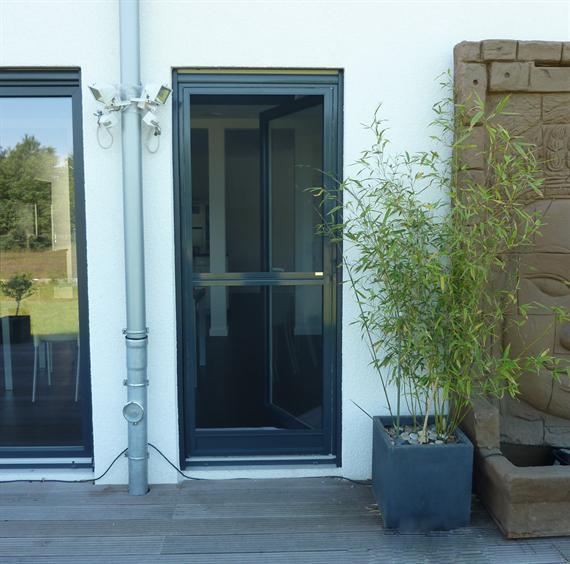 fliegengitter insektenschutz pendeltueren wieroszewsky. Black Bedroom Furniture Sets. Home Design Ideas